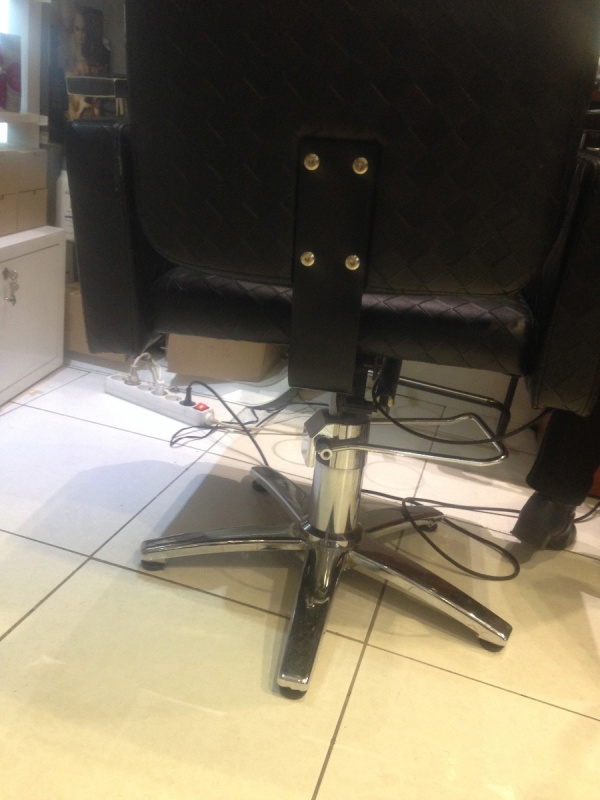 canap fauteuil r paration d 39 un fauteuil de coiffeur apprenez tout. Black Bedroom Furniture Sets. Home Design Ideas