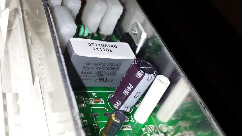 radiateur r parer un radiateur lectrique inertie s che de la marque aliona de castorama. Black Bedroom Furniture Sets. Home Design Ideas