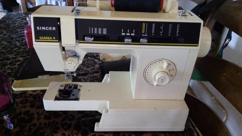 machine coudre singer samba 4 n 39 emporte plus mon tissus apprenez. Black Bedroom Furniture Sets. Home Design Ideas