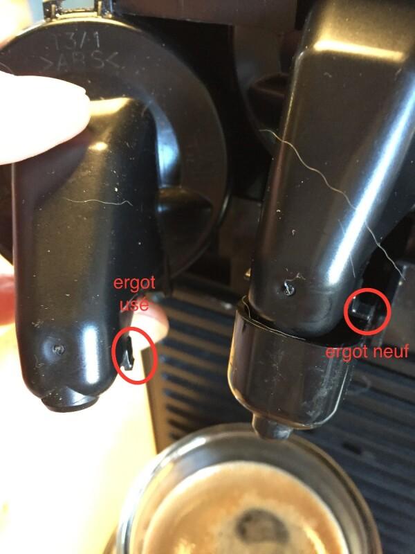 nespresso u le caf coule dans l 39 emplacement d 39 ejection. Black Bedroom Furniture Sets. Home Design Ideas