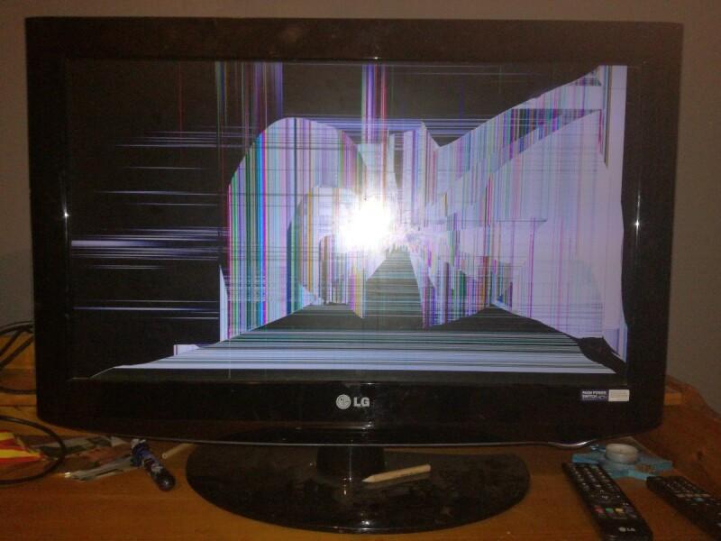 Écran de télévision cassé