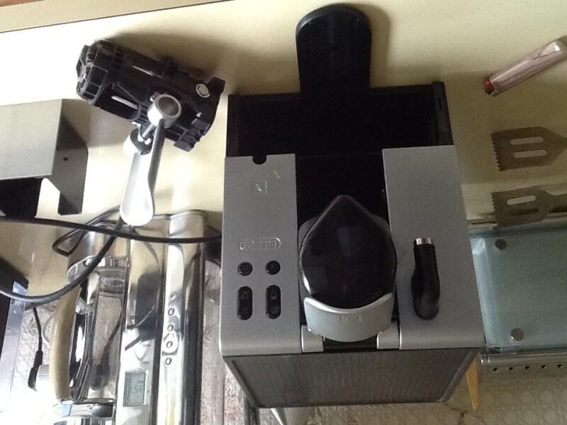 Cafeti re nespresso latissima en680 m caf coule pas au bon endroit comm - Reparation machine a cafe delonghi ...