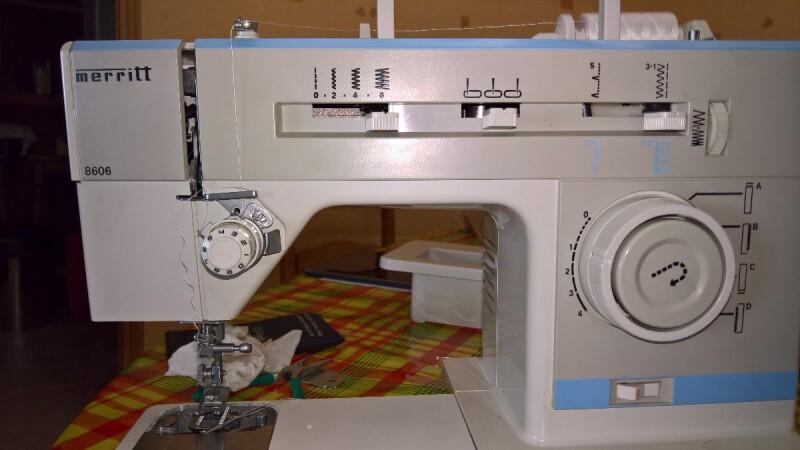 Remplacer les pignons d 39 une machine coudre merritt 8606 - Comment mettre une canette dans une machine a coudre singer ...