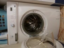 acceder entre le tambour  la cuve de lave linge
