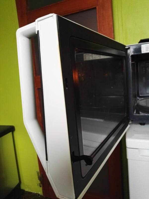 d montage d 39 une porte four mc samsung ce137nt. Black Bedroom Furniture Sets. Home Design Ideas
