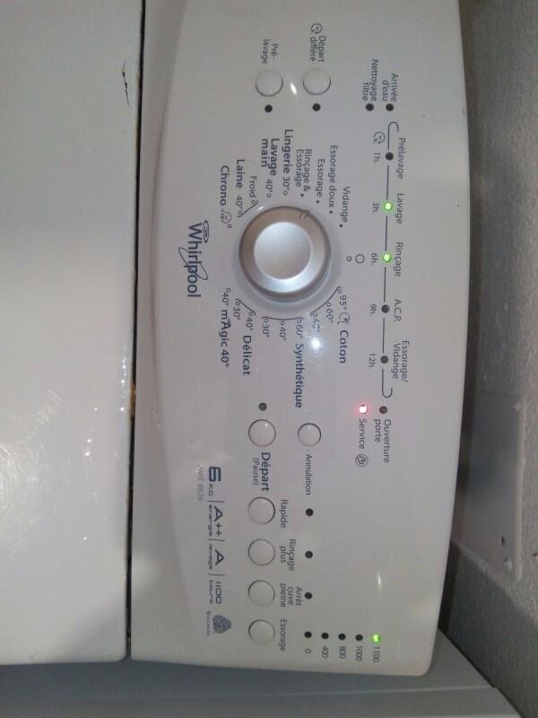 machine a laver whirlpool awe6626 d marre puis s 39 arr te avec voyant service. Black Bedroom Furniture Sets. Home Design Ideas