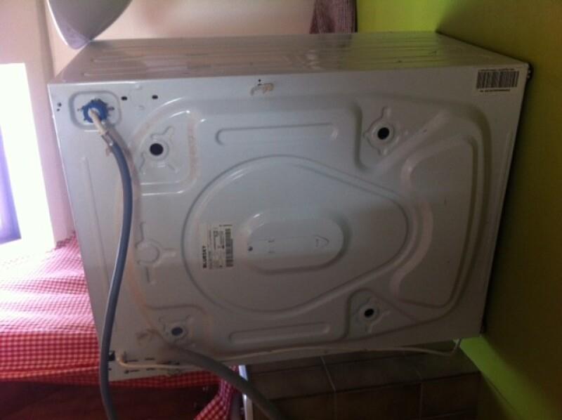 comment d monter un lave linge blusky 1009. Black Bedroom Furniture Sets. Home Design Ideas