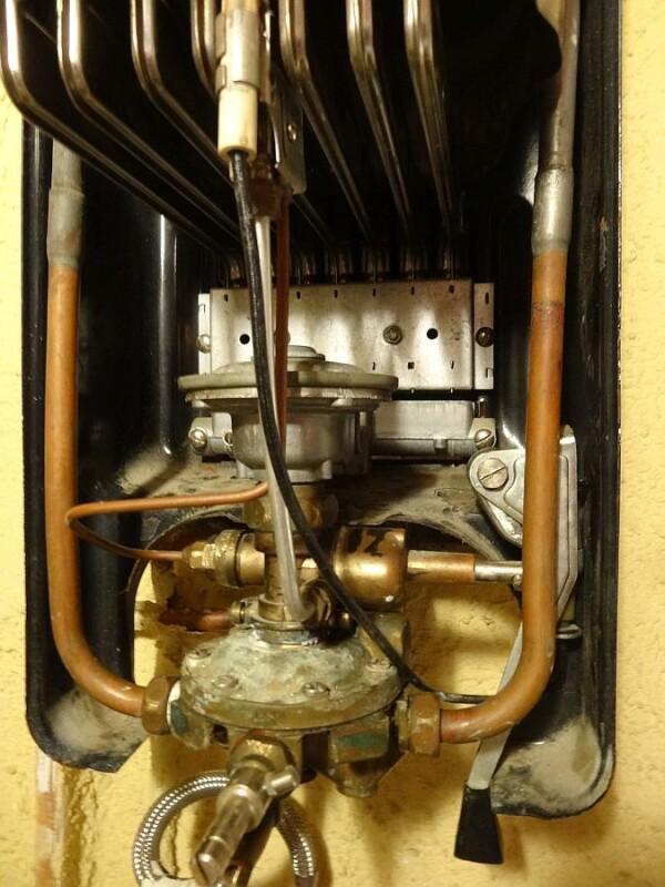 Chauffe eau r parer vieux chauffe eau gaz butane elm leblanc commentrepar - Comment fonctionne un chauffe eau a gaz ...