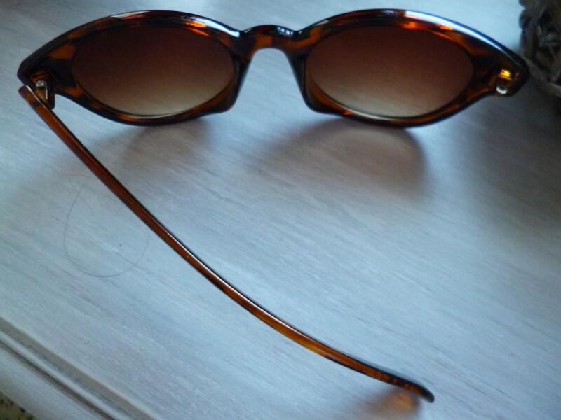 Une branche de lunette cassée et perdue d85b29f6e14e